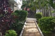 A vendre une villa neuve rénovée située dans le quartier de la colline à la Pointe aux Canonniers.