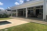 A vendre une villa villas en statut RES accessible à l'achat aux étrangers et aux mauriciens, avec obtention d'un permis de résidence permanent pour toute la famille