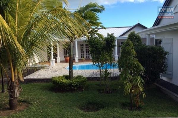 A louer magnifique villa T5 avec piscine privée et joli jardin arboré à Cap Malheureux.
