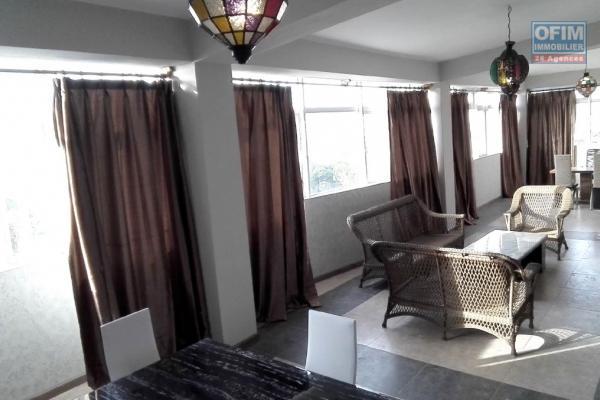 A vendre un bloc de cinq appartements très bien situé non loin des commerces et de la plage à Trou aux Biches.