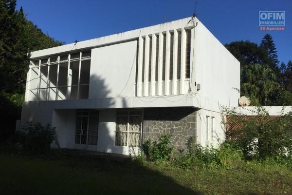 Rivière-Noire à vendre terrain résidentiel situé au pied de la Tourelle.