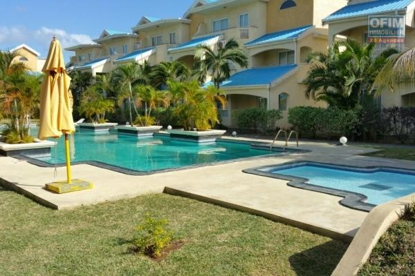 A louer un appartement de 3 chambres à coucher très proche de la plage avec piscine dans une résidence sécurisée à Flic en Flac, Ile Maurice.