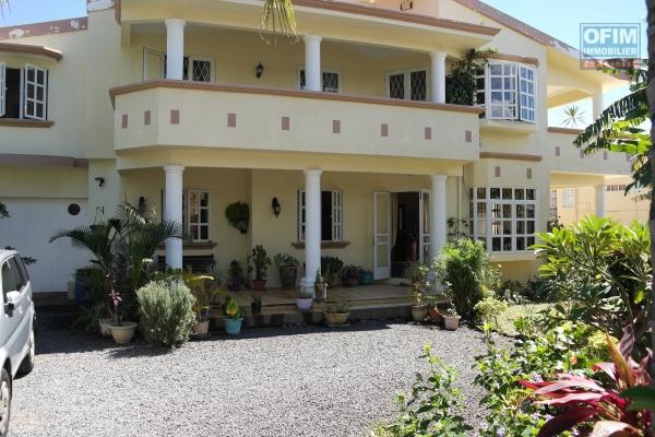 Rivière Noire villa neuve et moderne de 4 chambres proche de la plage de la Preneuse et des commerces au calme.