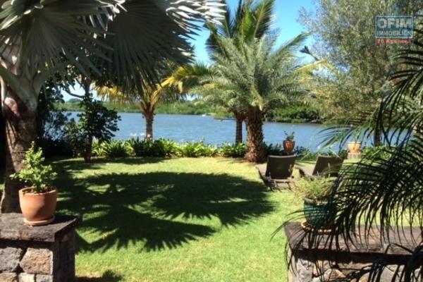 Magnifique villa pieds dans l'eau  de 4 càc à poste Lafayette
