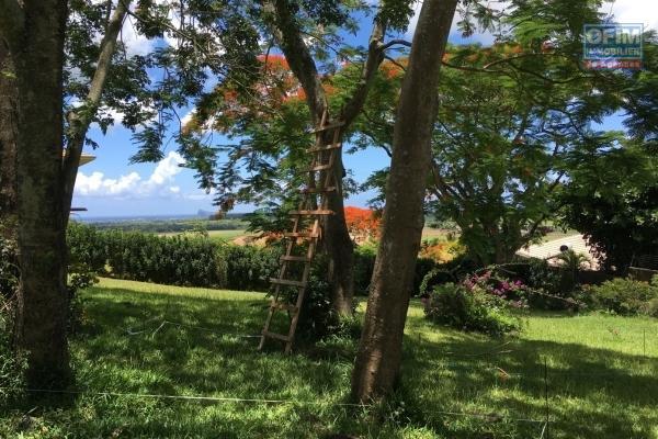 A vendre très beau terrain dans les hauteur de la résidence Hill Side à Belle Vue Harel.