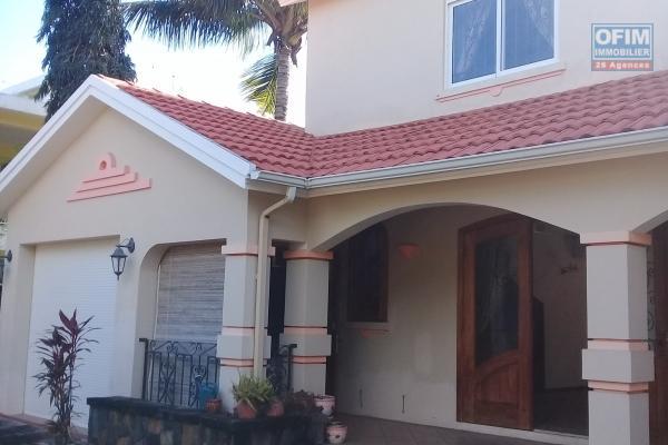 A vendre sublime villa de 260 m2 proche mer et de toutes commodités à Pointe aux Canonniers.