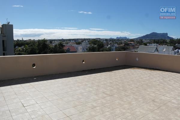 Flic en Flac à vendre appartement 3 chambres situé au 2e étage au calme et proche plage