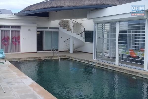 Accessible aux étrangers à l'ile Maurice: A vendre villa neuve haut de gamme de 400 m2 avec piscine privative à Grand Baie.