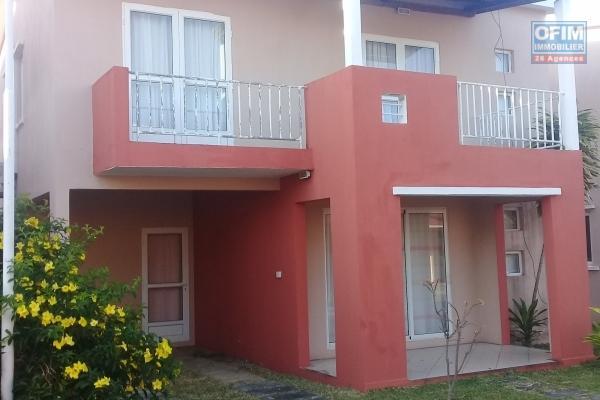 A vendre bungalow individuel en duplex dans residence sécurisée à 10 minutes à pieds de la mer à Grand Gaude.