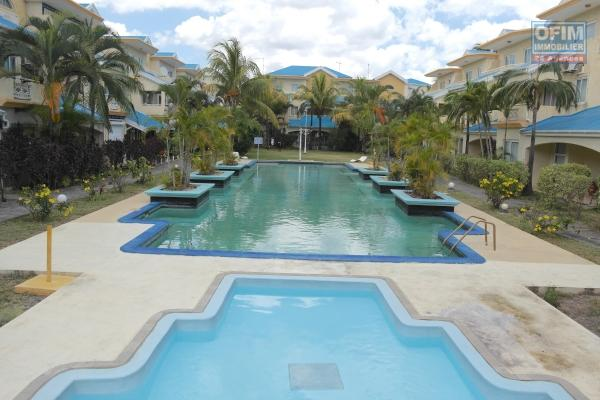 Appartement neuf à vendre à Flic a Flac! Avec parking sous-terrain, ascenseur, toit-terrasse qui vous offre une vue magnifique sur la mer et la montagne avec piscine commune, spa et gym.