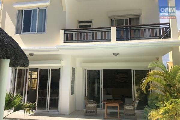Accessible aux étrangers: A vendre très belle et récente villa contemporaine de 220 m2 avec piscine et proche de la plage à Bain Boeuf.