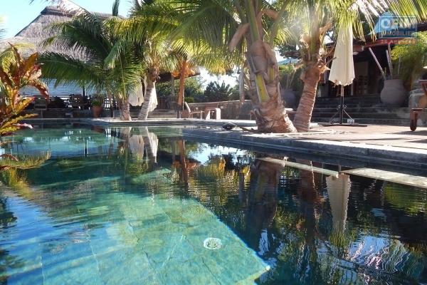 Superbe villa T5  de 450 M2 hab avec piscine et jacuzzi  les pieds dans l'eau à Pereybere