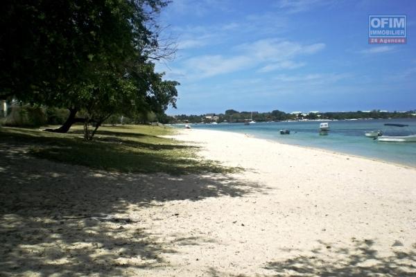 A vendre près de la plage de Flic en Flac, appartement bien éclairer et joliment meublé avec piscine et parking