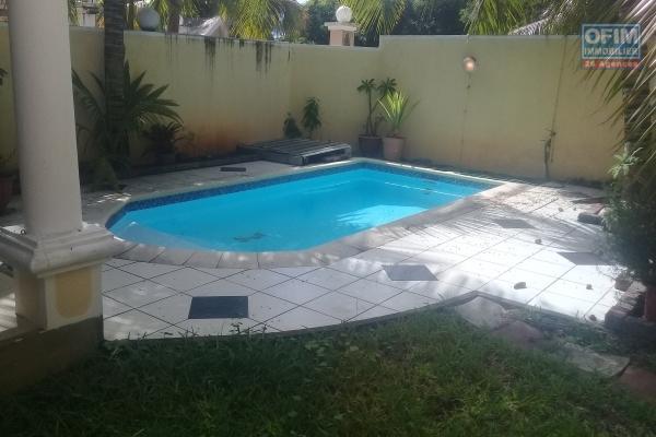 A vendre très belle villa neuve de 153 m2 dans un quartier prisé proche du lagon et des commerces à Mont Choisy.