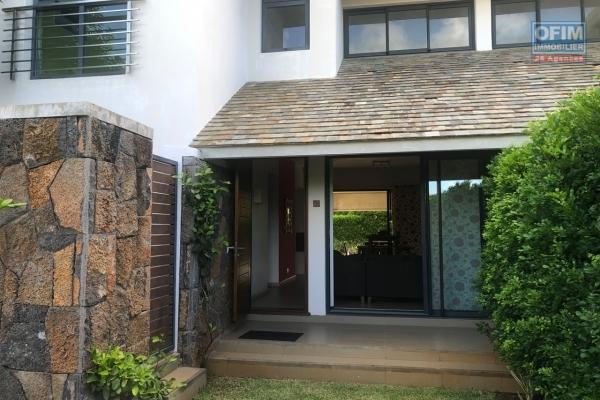 A vendre townhouse F5 avec accès au lagon et proche commodités dans la résidence Azuri à Roches Noires.