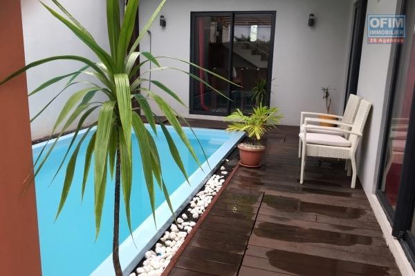 A louer spacieuse villa neuve T4 avec piscine à Grand Baie, Chemin 20 pieds.
