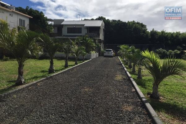 Villa T4 avec piscine à louer en long terme à Pointe aux Piments dans résidence sécurisé.