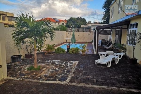 A vendre superbe villa F4 moderne avec piscine proche des commerces et de la plage à Grand Baie.