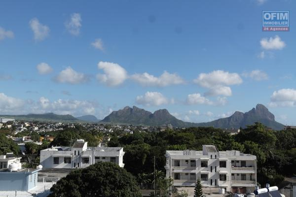 A louer en plein centre ville appartement de standing 2 chambres dans une résidence sécurisée Quatres Bornes île Maurice.
