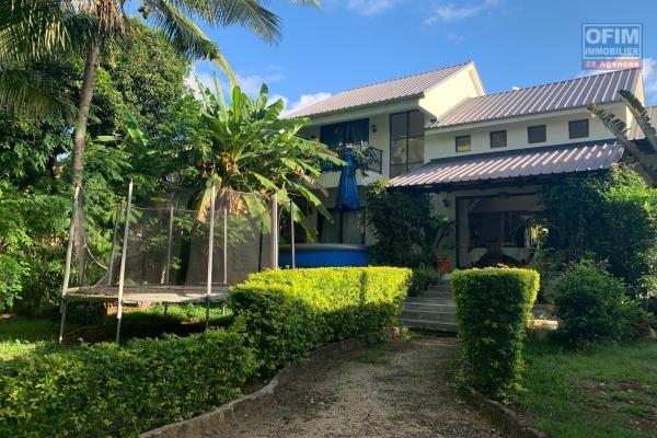 A vendre charmante villa de 240 m2 avec piscine privée et beau jardin arboré à Grand Gaube.