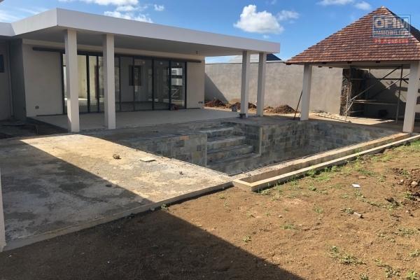 Accessible aux étrangers et aux mauriciens: A vendre tres belle et récente villa F4 avec piscine privée et jardin à Pereybère île Maurice.