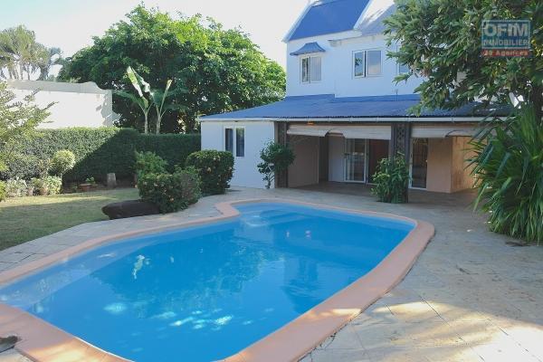 Chamarel, à vendre, cette maison campagnarde mesurant 161m² nichée dans un écrin de verdure, sur un terrain de 2370m², Rs12m