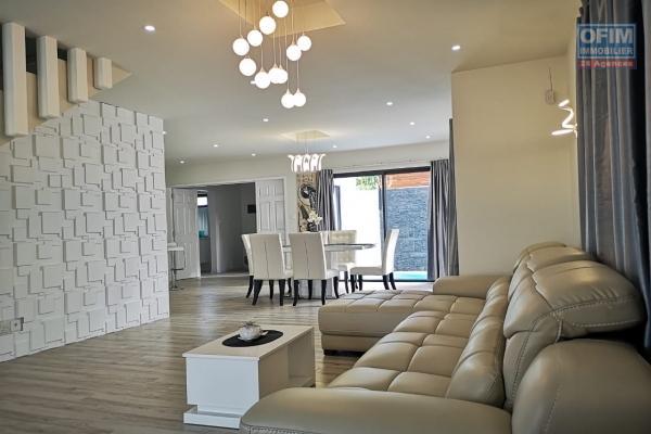 A vendre grande et jolie maison F7 de 223 m2 avec cour arborée proche de Port Louis à Balaclava.