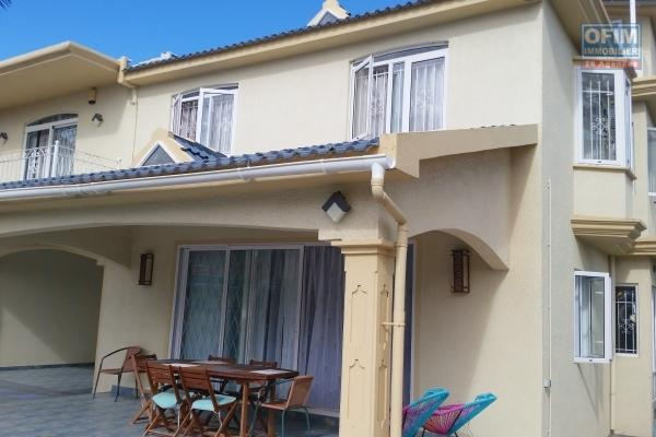Moka villa à vendre villa entièrement rénové avec goût et divisé en 2 appartements.