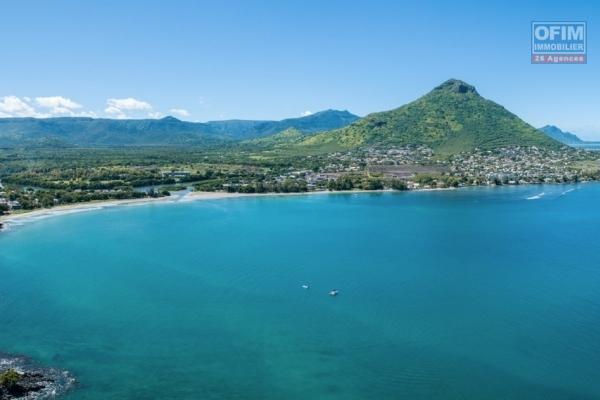 Tamarin vente villa 4 chambres avec piscine accessible aux étrangers au cœur de ville à 5 minutes de la plage.