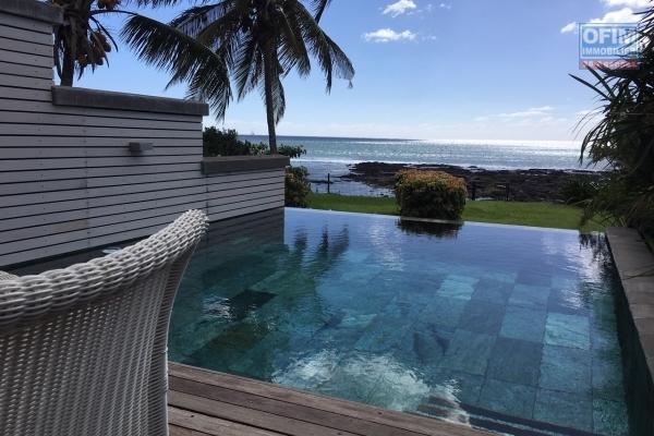 A louer penthouse de 4 chambres en suites les pieds dans l'eau avec belle vue mer à Grand Baie.