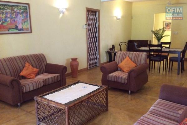 Maison individuelle à louer à long terme à Flic en flac de 4 chambres dans un cartier calme.