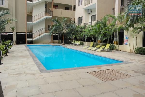 Flic en Flac succomber au charme de ce penthouse à louer dans une résidence sécurisée 24/H24H avec piscine et une splendide vue sur la plage