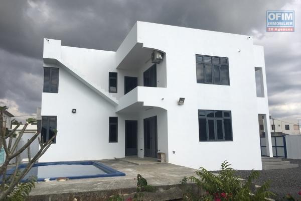 A louer maison de 3 chambres à 50 mètres de la plage à Trou aux Biches.