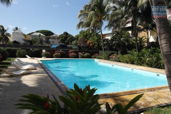A louer un appartement 2 chambres avec piscine proche de la plage et des commodités à Flic en Flac.