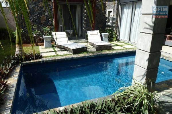 Accessible aux étrangers et aux mauriciens:  A vendre une villa F4 sous statut RES éligible à l'achat aux étrangers avec un permis de résidence permanent à l'île Maurice.