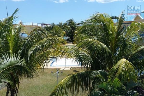 La Gaulette à vendre récentes villas 3 chambres avec piscine et abri voiture au calme dans quartier résidentiel.
