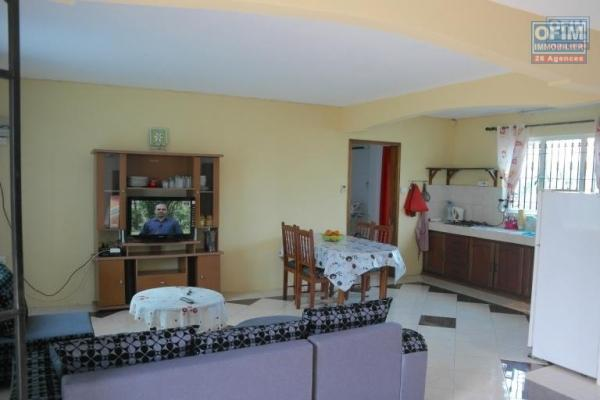 A louer un duplex T3 moderne dans une résidence avec piscine commune à Grand Gaube.