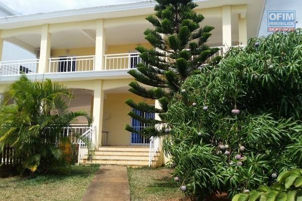 Superbe villa neuve de 3 chambres avec piscine privée à louer long terme à Flic en flac dans un cartier calme idéal pour une famille