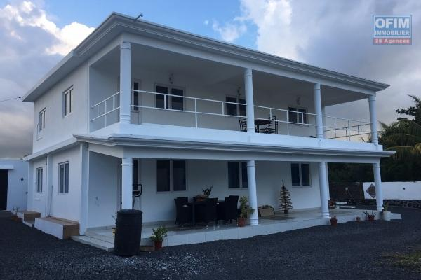 A louer appartement de 2 chambres dans une résidence calme avec piscine commune à Grand Gaube.