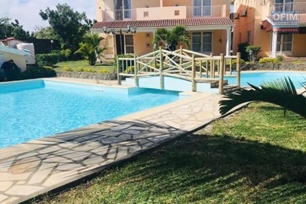 A louer en long terme 6 duplex 2 chambres piscine commune à Bain Bœuf (100M de la plage).