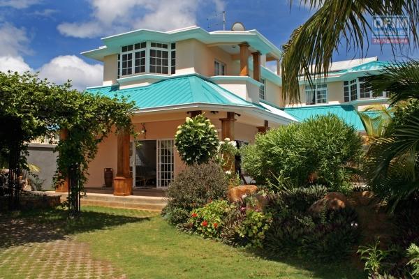 Flic en Flac à vendre ravissante et immense villa 5 chambres proches plage et commerces avec piscine