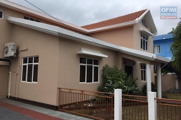 A louer villa neuve de 3 chambres avec piscine à Mon Mascal.