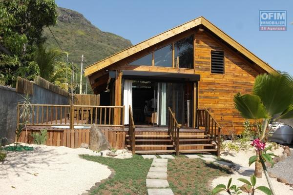Rivière Noire à louer villa 4 chambres dans morcellement sécurisé avec une vue imprenable et piscine.