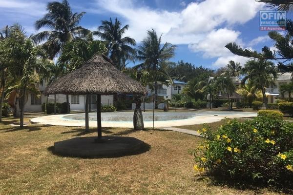 A louer une villa T4 avec piscine privée et jardin arboré à Pereybère.