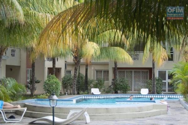 A vendre dans une résidence sécurisée de Flic en flac, appartement de 3 chambres à coucher avec piscine et parking surveillé par gardien 24h/7