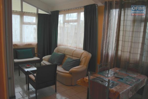 A louer long terme à Flic en flac, un appartement 1 chambre situé sur la Route royal près des commerces et de la plage