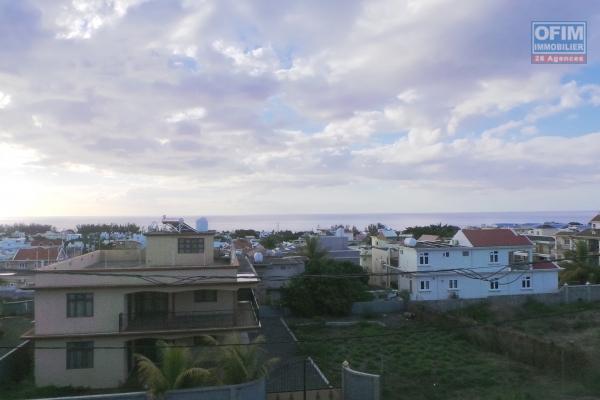 Flic en Flac location villa neuve duplex 3 chambres avec vue 360° sur le mer et les montagnes.