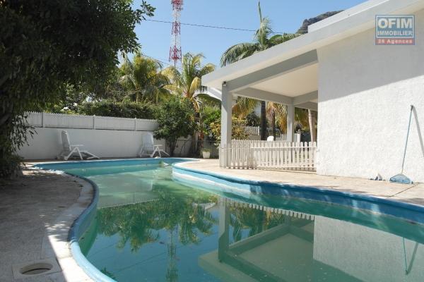 Rivière Noire à louer villa avec piscine et accès plage privé au calme, proche de toute commodités.
