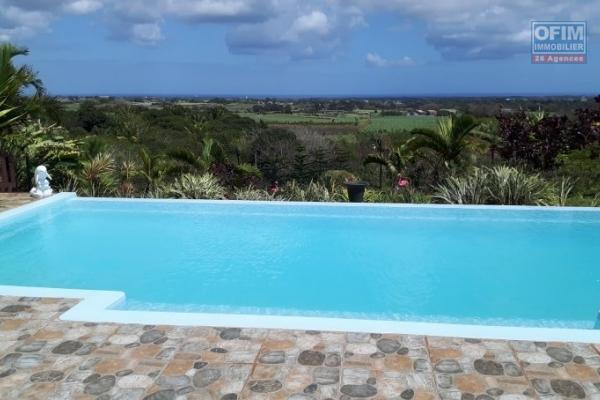 Tamarin à vendre magnifique villa neuve et contemporaine 3 chambres avec piscine et double garage dans un morcellement sécurisé et recherché.
