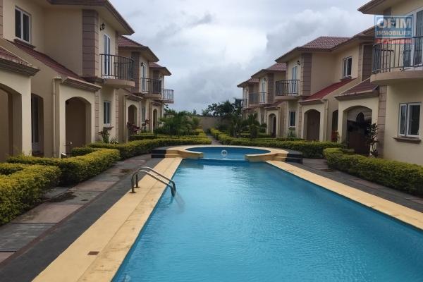 A louer un appartement de 3 chambres avec 80 m2 de terrasse à la Pointe aux Canonniers.